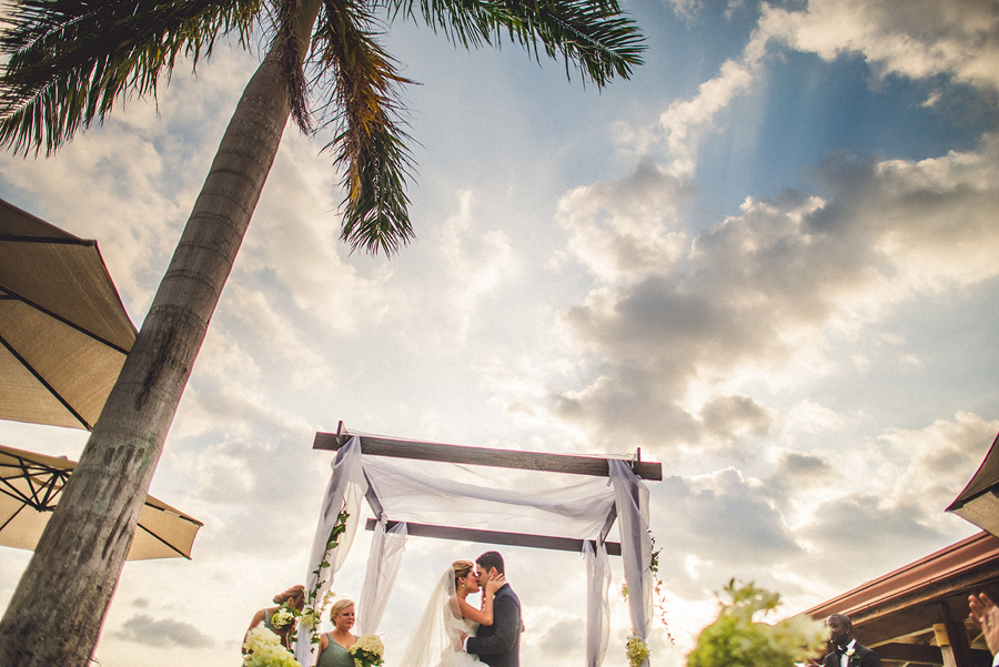 storyboard086 first kiss costa rica wedding photographer