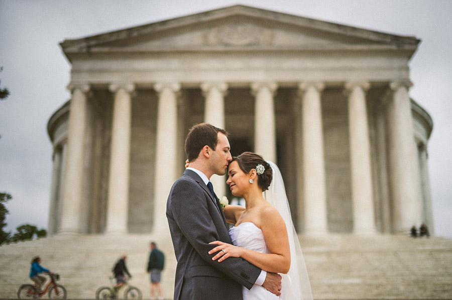 bride and groom in front of jefferson monument