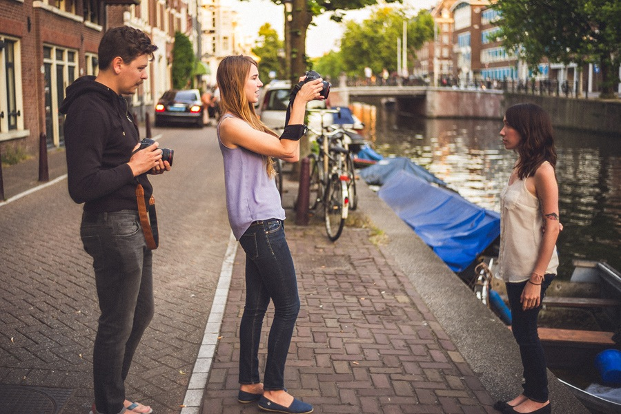 wedding photographers taking portraits in amsterdam