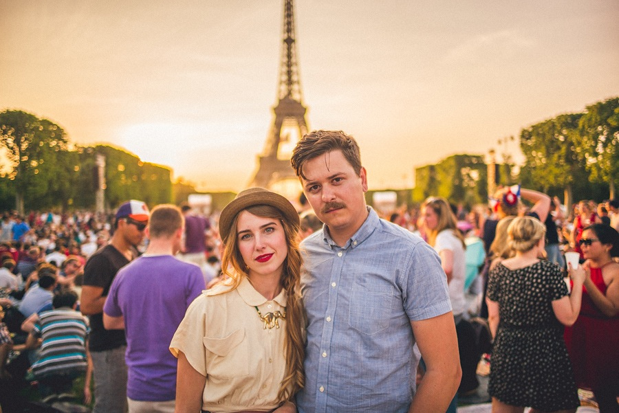 portrait session in front of eiffel tower