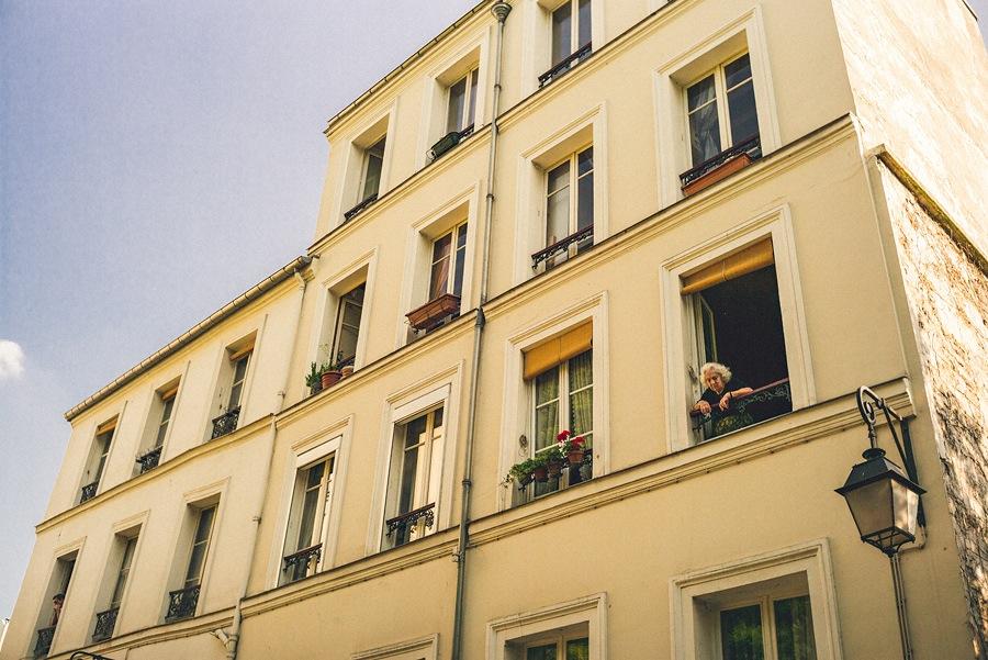 wedding photographers traveling in paris france