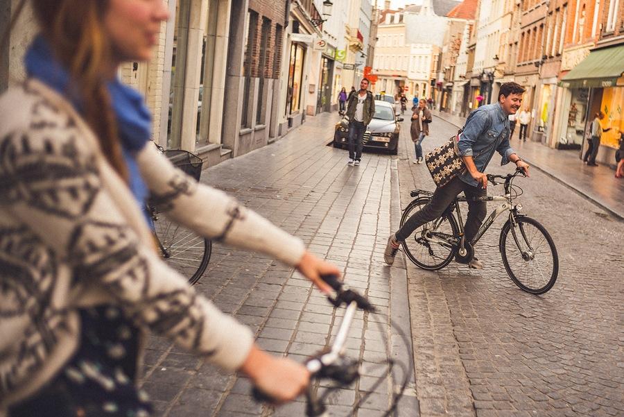 renting bikes wedding photographers traveling in europe