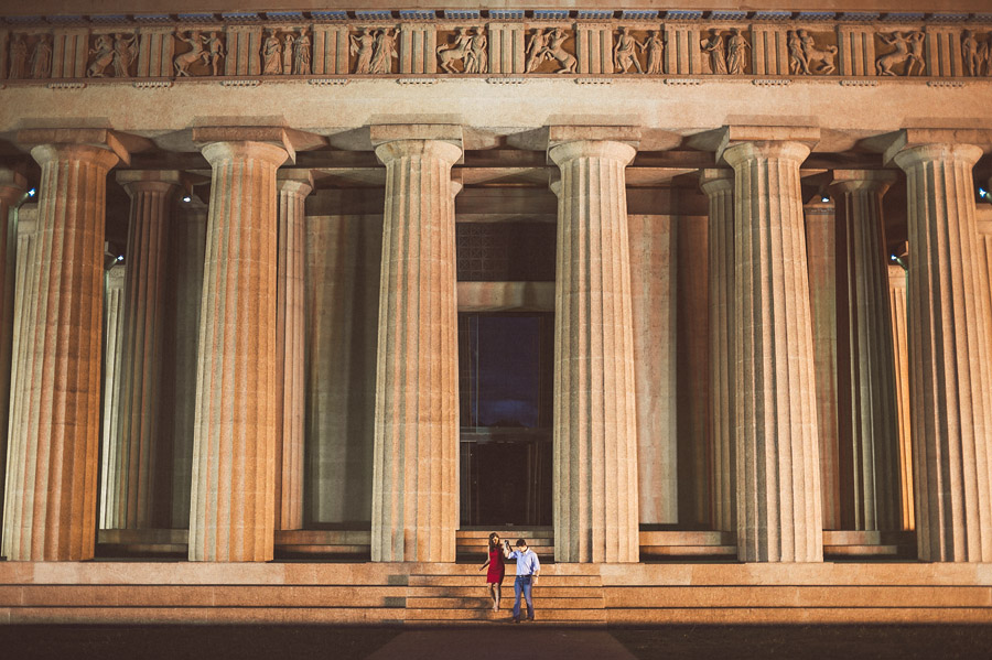 candid photo in nashville parthenon