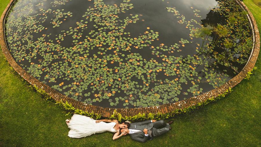 brenizer method of bride and groom