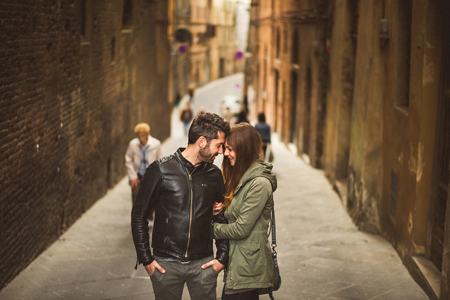 engagement session in siena italy
