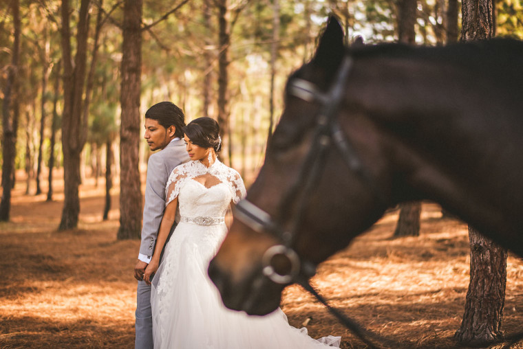 10 bride and groom with horse