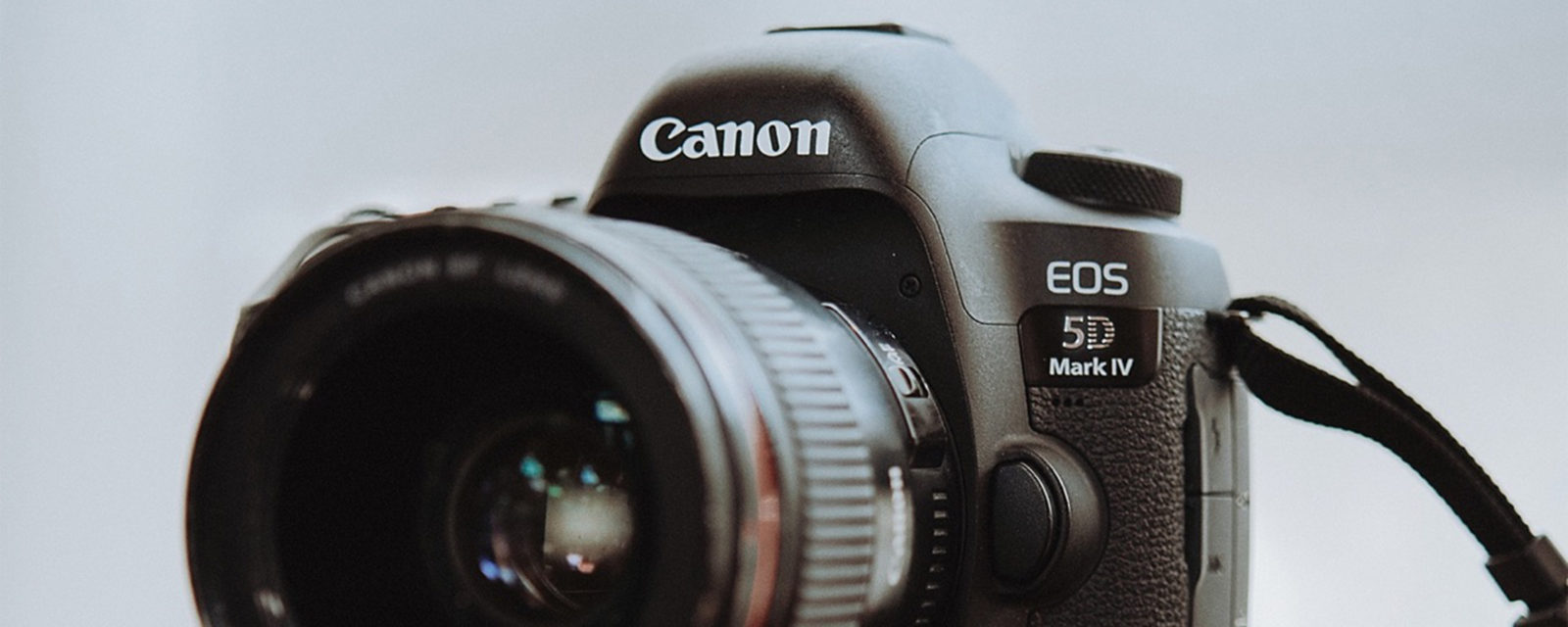 GEAR REVIEW // Canon 5D Mark IV Review