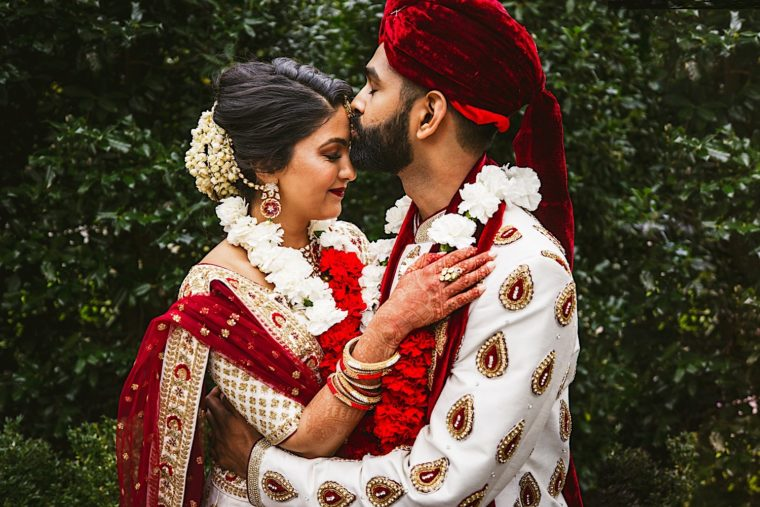 45 20181027 14 13 36 3 Creative south asian wedding portraits with wedding party and couple0A